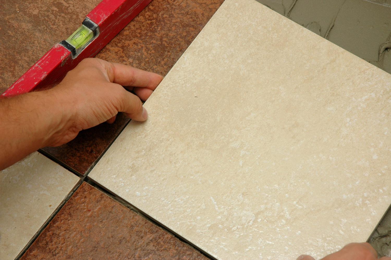 Укладывание плитки на пол своими руками