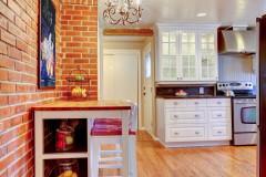 Vybor otdelochnogo materiala dlja sten kuhni i prakticheskie sovety po dizajnu