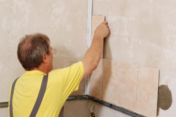 Как уложить керамическую плитку на стены