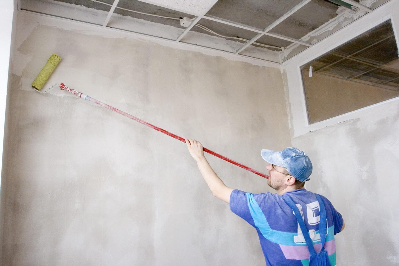 Как клеить жидкие обои на стену пошаговая
