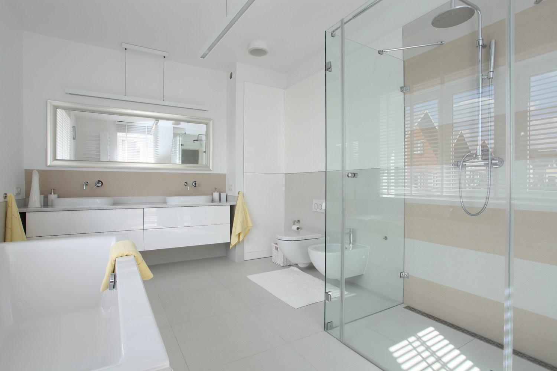 - Mooie moderne badkamer ...