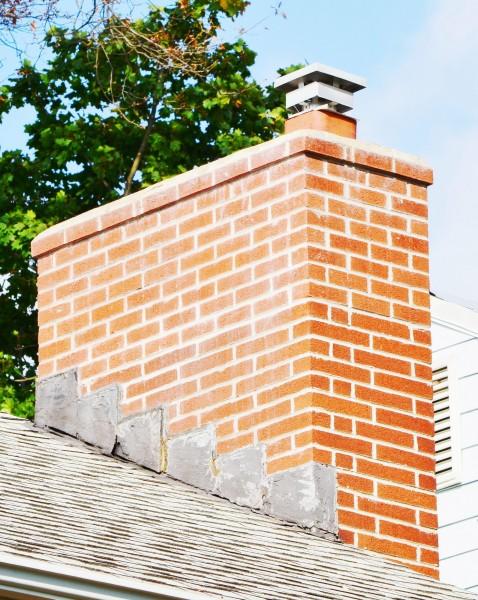 Расположение трубы на крыше дома