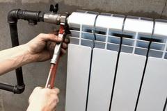 Samostojatel'naja ustanovka batarej otoplenija: ot vybora radiatorov do pravil jekspluatacii