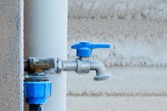 Vodoprovod v zagorodnom dome: kak ne dat' trubam zamerznut'