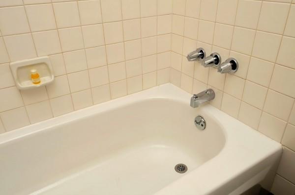 Способы реставрации чугунной ванны