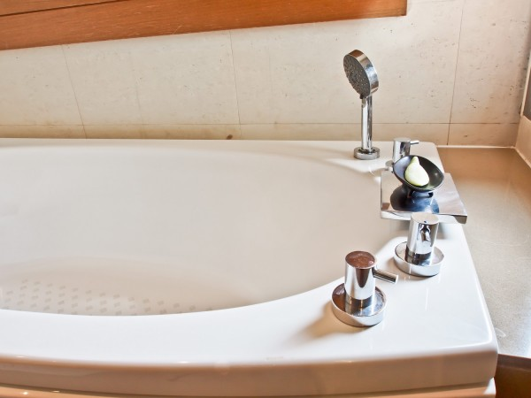 Монтаж в ванну акрилового вкладыша