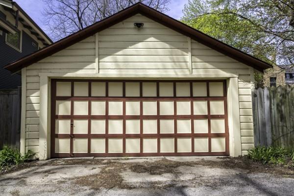 Строительство гаража на загородном участке
