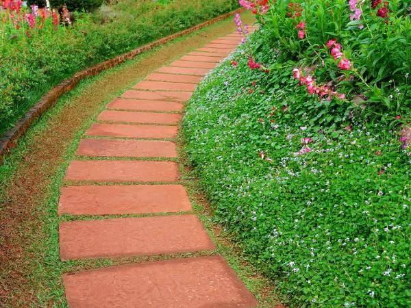Садовые дорожки как элемент ландшафтного дизайна: подсказки для самостоятельного строительства