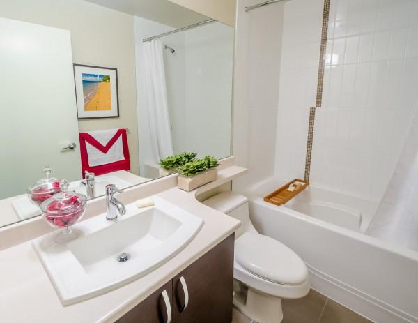 Дизайн ванной в «хрущевке»: работаем с плиткой