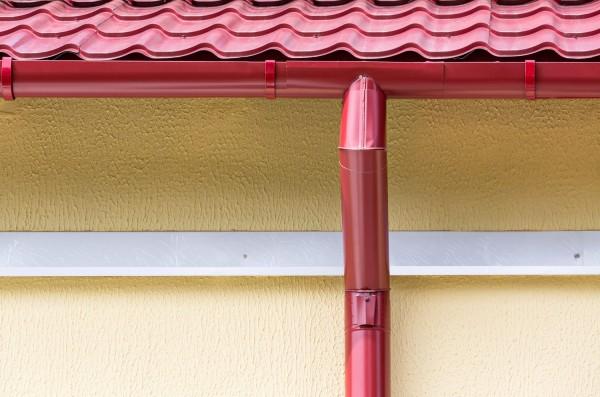 Установка водостоков: подробная инструкция и советы по обслуживанию