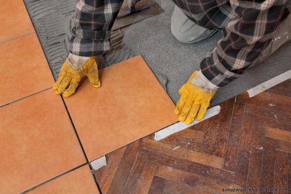 Как стыковать ламинат и плитку