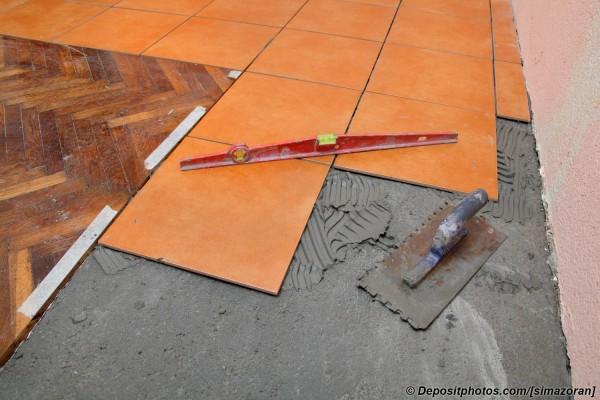 Комбинированные напольные покрытия: как стыковать ламинат и плитку?