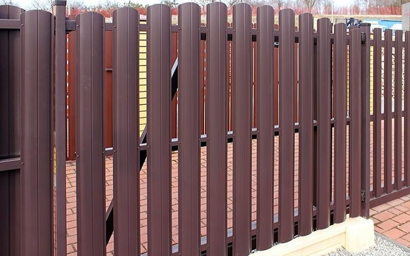 Нужна ограда побюджетней? Выход есть – евроштакетник