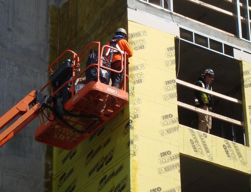 Выбор строительного подъемника: основные критерии