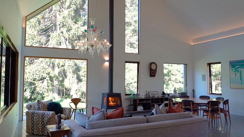 высокие потолки и уникальный интерьер амбарного дома